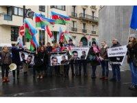 Paris'teki Ermenistan Büyükelçiliği önünde protesto