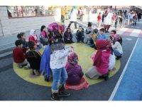 Küçükçekmece'de çocuklara özel 3'üncü çocuk sokağı kuruldu