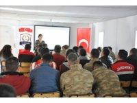 """Jandarmadan, """"Suç mağduru çocuklar"""" konulu eğitim semineri"""