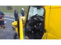 TEM otoyolunda kaza: Yaralı araç içine sıkıştı