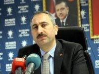 """Adalet Bakanı Gül: """"İbadet edenlerle, ihanet edenleri ayırmak lazım"""""""