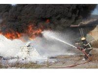 Elektrik direğinden düşen kıvılcımlar kimyasal maddeleri alev alev yaktı