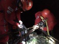 Dağ yürüyüşüne çıkan genç 8 saatlik operasyonla kurtarıldı