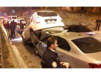 Zincirleme kazada araçlar üst üste bindi