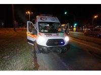 Ambulans ile otomobil çarpıştı: 1'i bebek, 4 yaralı