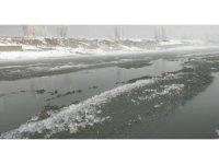 Murat Nehri'nde Antartika'yı andıran görüntüler