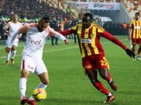 Süper Lig: Evkur Yeni Malatyaspor:2 -Galatasaray: 0 (İlk Yarı)