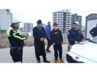 Kaza tehlikesi atlatan polislere çocuk sürücü şoku