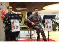Askerlerden kadına şiddet karşıtı konser
