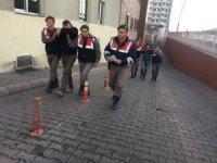 Mahalleyi elektriksiz bırakan hırsızlar yakalandı