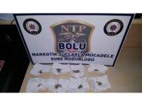 Uyuşturucu haplarla yakalanan şahıs adliyeye sevk edildi