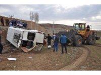 Yozgat'ta rehabilitasyon servisi devrildi: 13 yaralı