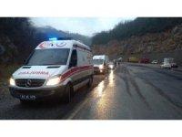 112 çalışanlarının bulunduğu otomobil dereye uçtu: 2 yaralı