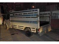 Diyarbakır'da kamyonetin demir profillerine gizlenmiş 50 kilo esrar ele geçirildi