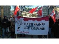 Avusturya'da aşırı sağ koalisyon hükümeti protesto edildi
