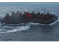 İzmir'de 49 göçmen kurtarıldı