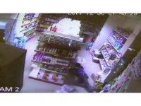 Market hırsızları yaklaşık 1 saat boyunca içeride gezindi