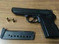 Polise silah doğrultan şüpheli yakalandı