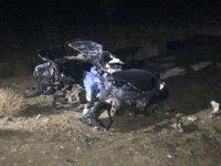 Otomobil köpeğe çarpıp tır ile çarpıştı: 2 ölü
