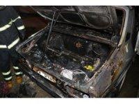 İtfaiye erleri yanan otomobildeki LPG tankının patlamasını önleyerek facianın önüne geçti