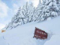 Uludağ'da kar kalınlığı bir metreyi aştı