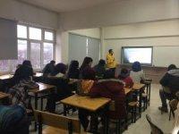 Öğrencilere sağlık okuryazarlığı semineri