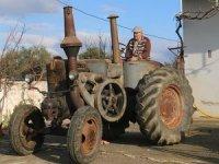 'Emektar' traktörünü 50 bin avroya satıyor