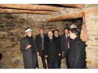 Vali Ustaoğlu'ndan Saidi Nursi'nin evine ziyaret