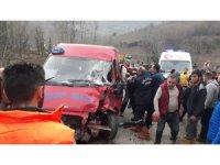 Giresun'da 50 metre arayla iki kaza oldu: 2 yaralı