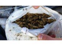 Çanakkale'de deniz kıyısında bin 500 kilogram esrar ele geçirildi