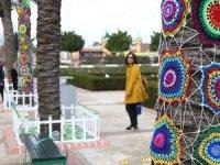 Antalya'da sokaklar yünden motiflerle süslendi