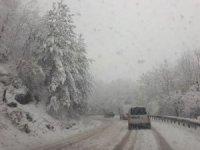 Bursa-Orhaneli yolunda kar çilesi