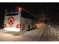 Erzincan-Sivas karayolu ulaşıma kapandı, çok sayıda araç yolda mahsur kaldı