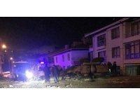 Başkent'te iş makinesi devrildi: 3 yaralı