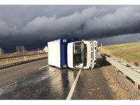 Sorgun'da kamyonet devrildi: 3 yaralı
