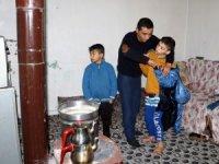 Engelli çocuklarıyla kocasının maaş kartlarını ve evdeki eşyaları alıp kaçtı