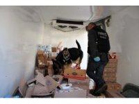 """Narkotik köpeği """"Keita"""" pazarlama aracındaki uyuşturucuyu buldu"""