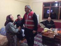 Kızılay'dan evi yanan aileye yardım