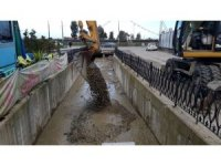 Rize'de şehrin içinden akan kapalı dereler temizleniyor