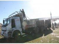 Afyonkarahisar'da saman yüklü kamyon alev aldı