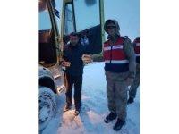Jandarmadan mahsur kalan sürücülere sıcak çorba ikramı