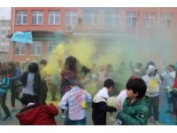 "Karne gününde ""Holi Festivali"""