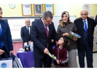 Başkan Gürkan, öğrencilere karnelerini dağıttı