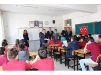 Başkan Tutal ve Kaymakam Erdoğan öğrencilerin karne heyecanına ortak oldu
