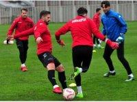 Samsunspor'da alacakları ödenmeyen Ayite ve Samed antrenmana çıkmadı