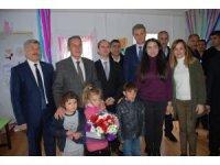 Suriyeli çocukların karne sevinci