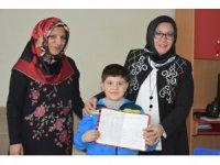 Karaman'da evde eğitim gören öğrenciler karnelerini aldı