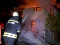 Düzce'de villa alev alev yandı