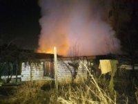 Alev alev yanan gecekondu mahalleliyi sokağa döktü