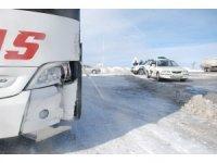 Tipi ve buzlanma sonucu otomobil otobüsle çarpıştı: 1 yaralı
